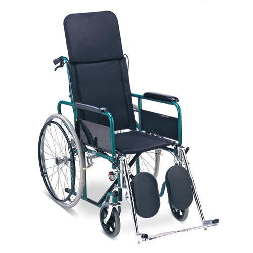 Универзална инвалидска количка со подвижен наслон и папучи кои се подесуваат - стандард